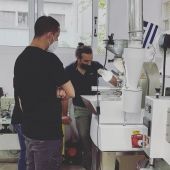 SCA Roasting Foundation @coffeelovers.gr #barista #baristatraining #coffeediploma #coffeelovers #coffee #coffeeknowledge #coffeeschool #greencoffeebean #roastingcoffee #coffeesensory #gradingcoffeequality #coffeeaddict #coffeechemistry #coffeemoisture #sinartechnology